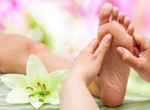 la-riflessologia-plantare-contro-i-disturbi-della-menopausa